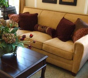 Fabulous 17 Tips To Arrange Pillows Like A Designer Supreme Accents Dailytribune Chair Design For Home Dailytribuneorg